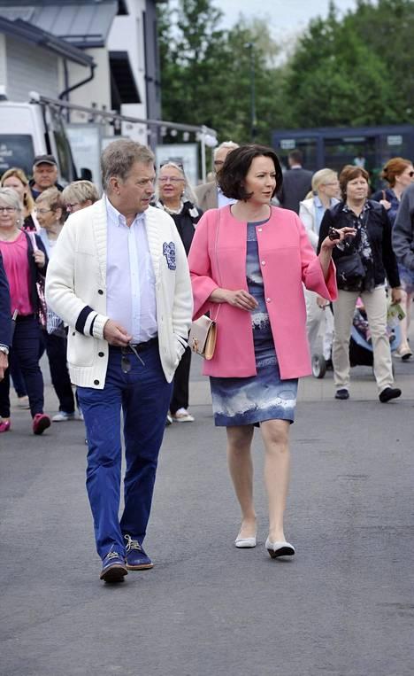 Kuvassa tasavallan presidentti ja rouva Jenni Haukio Porissa 6. heinäkuuta.