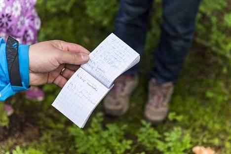 Geokätkössä on lokikirja, johon kätköilijät tekevät merkinnän.