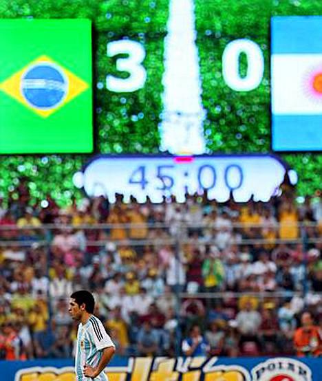 Argentiinan pelintekijä Juan Roman Riquelme oli kuin maansa myynyt loppuvihellyksen jälkeen.