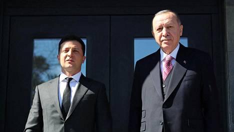 Ukrainan presidentti Volodymyr Zelenskyi tapasi Turkin johtajan Recep Tayyip Erdoganin lauantaina Istanbulissa.