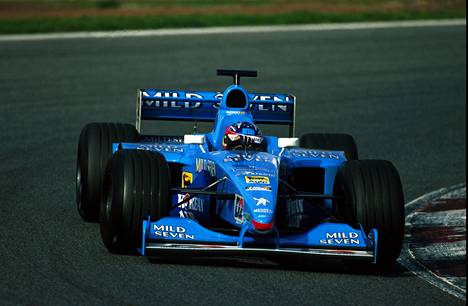 Alonso Benettonin ratissa uransa ensimmäisissä F1-testeissä Barcelonassa vuonna 2000.