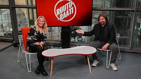 Parisuhdekirjan vastikään vaimonsa kanssa kirjoittanut Kari Kanala on IS:n toimittajan Katri Utulan studiovieraana.