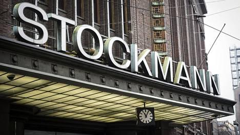 Stockmannin tavaratalon pääsisäänkäynti Helsingissä.