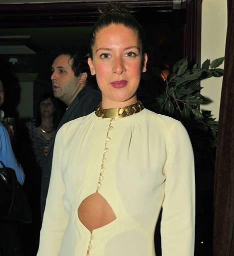 Sarjan juontaja Natalie Casey vuonna 2012.
