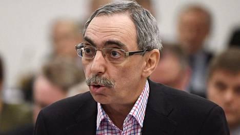 Ben Zyskowicz korvaa Anne-Mari Virolaisen perustuslakivaliokunnan varajäsenenä.