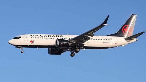 Air Canadan Boeing 737 MAX 8 -lentokone laskeutumassa Lontoon Heathrow'n lentokentälle marraskuussa 2018.