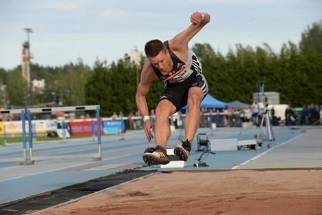 Roni Ollikainen leiskautti sunnuntaina Espoossa kahdesti päälle kahdeksan metrin.