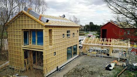 Rakennuskustannusten nousu iskee näin eri tavalla erilaisiin rakennuksiin. Puutaloissa vaikutus on paljon hurjempi kuin muussa rakentamisessa.