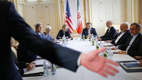 Iranin ydinvoimaneuvotteluja käydään suljettujen ovien takana.