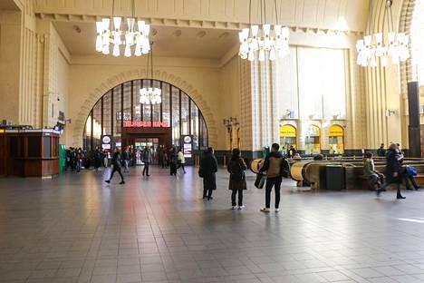 Helsingin rautatieasema maanantaina.