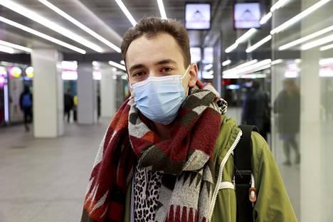 Deniz, 26, arvelee rikollisjengien maahanmuuttajapainotteisuuden selittyvän esimerkiksi rasistisilla kokemuksilla.