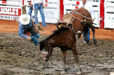 Unfiltered Whiskey -niminen hevonen lennätti kanadalaisen Connor Reinhartin selästään.