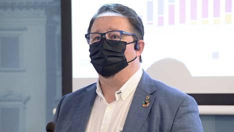 Mika Salminen ei tiedä, miten laajasti hallitus kokoontuu ja aikovatko ministerit keskeyttää  lomiaan (arkistokuva).