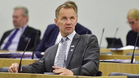 Perussuomalaisten Mika Niikko eduskunnan täysistunnossa kesäkuussa 2017.