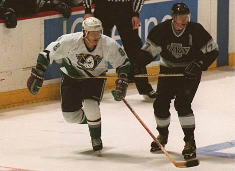 Selänne ja Kurri säkenöivät aikoinaan NHL-tilastojen kärjessä, mutta useimmiten he olivat aivan omassa kastissaan suomalaisista. Kaksikon huippuvuodet eivät myöskään osuneet samalle ajanjaksolle.