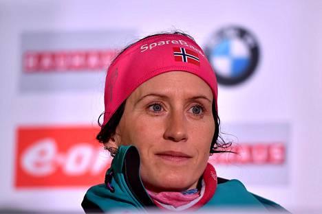 Marit Björgen kuvattuna keväällä lehdistötilaisuudessa.