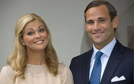 Kaarle Kustaa on luvannut maksaa Madeleinen tulevat häät.