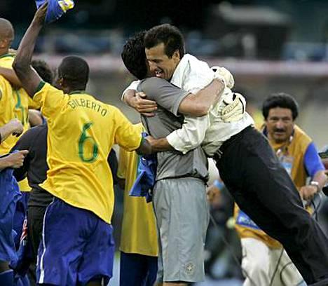 Brassivalmentaja Dunga juhli ensimmäistä suurta voittoaan maajoukkueluotsina.