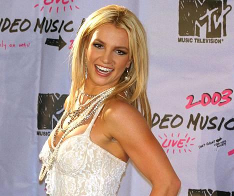 Poptähti Britney Spears meni naimisiin nuoruudenystävänsä kanssa hetken mielijohteesta.