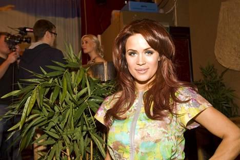 Martina Aitolehti osallistui Viidakon tähtöset -tosi-tv-sarjaan vuonna 2012.