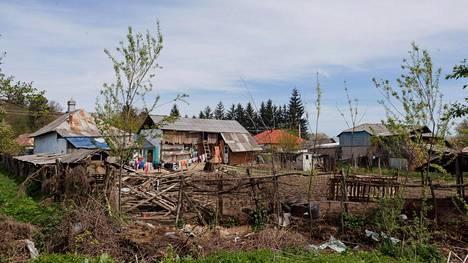 Monet romanien taloista ovat vaatimattomia hökkeleitä.