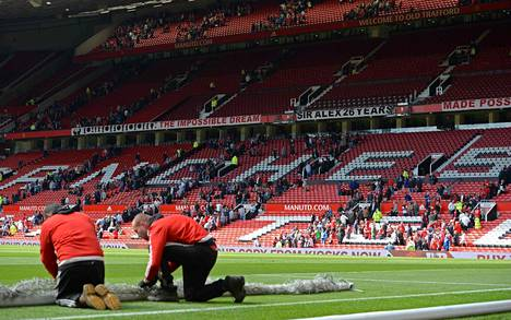Manchester Unitedin kotistadion Old Trafford evakuoitiin Valioliigan päätöskierroksen alla.