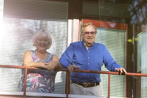 Jorma Pulkkinen elelee eristyksissä puolisonsa Anna-Liisan kanssa Vantaalla.