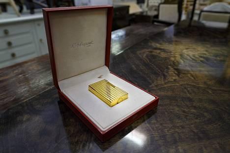 Kultainen sytkäri maksoi huutomaksun kera runsaat 1500 euroa.
