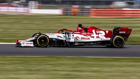 Kimi Räikkönen Silverstonen radalla.