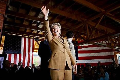 Hillary Clinton on nyt Barak Obamaa suositumpi.