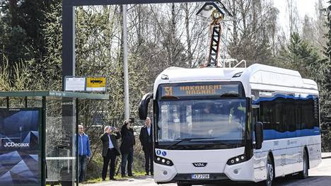 Sähköbussi on yksi keino vähentää päästöjä Helsingin seudulla.