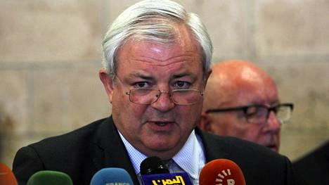 Stephen O'Brien puhui 4. lokakuuta Jemenissä.