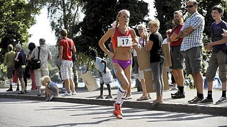 Leena Puotiniemi juoksi kotikulmilla.