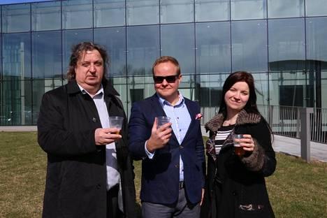 Asiantuntijaraatiin kuuluivat Olutliiton puheenjohtaja Heikki Kähkönen (vas.), olutravintola Bier-Bierin ravintoloitsija Toni Immanen ja Stadin Panimon bierspesialisti Ingrid Viertola.