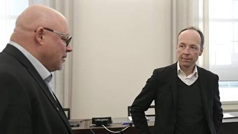 Ano Turtiainen (vas.) ja Jussi Halla-aho eivät ole keskustelleet keskenään sen jälkeen, kun Turtiainen erotettiin perussuomalaisten eduskuntaryhmästä 4. kesäkuuta.