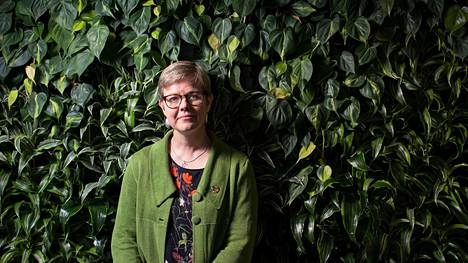 Kuvassa ympäristöministeri Krista Mikkonen (vihr).