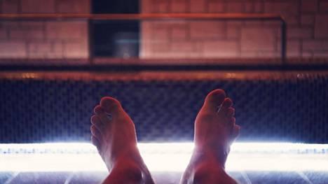 """Ranskasta löytyi todella outo """"suomalainen sauna"""" – tilanne meni entistä erikoisemmaksi, kun löylyttäjä astui sisään"""