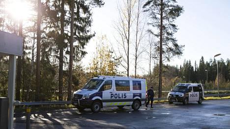 Ruumiin löytyminen Kuortin ABC:ltä aiheutti suuren poliisioperaation.