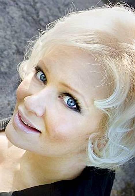 Linda Lampenius-Cullberg on yksi X Factorin tuomari.