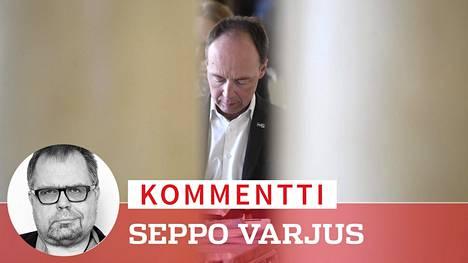 Oman puolueen paineet voivat vielä ajaa puoluejohtaja Jussi Halla-ahon ahtaalle.