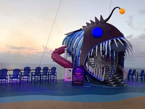 Tämä on Harmony of the Seasin The Ultimate Abyss -liukumäki.