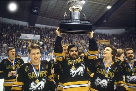 Tapparan nykyinen toimitusjohtaja Mikko Leinonen nosti Kanada-maljan kohti Hakametsän kattoa Kärppien riveissä 1981.
