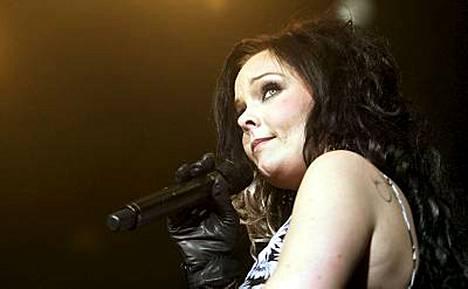 Anette Olzon joutui astumaan isoihin saappaisiin korvatessaan Tarja Turusen Nightwishin laulajana.