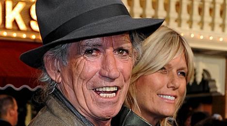 Keith Richards vaimonsa Patti Hansenin kanssa.