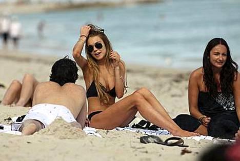 Lindsay nautti ystäviensä seurasta Miami Beachillä.