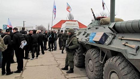 Ilta-Sanomien toimittaja Jouko Juonala näki Krimillä venäläisjoukkoja.