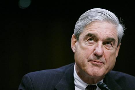Erikoissyyttäjä Robert Mueller luovutti raporttinsa oikeusministeri William Barrille perjantaina.