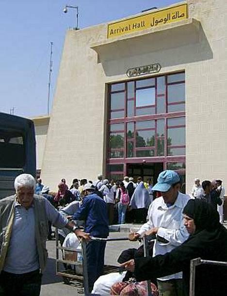 Egypti avasi Rafahin raja-aseman onnistuttuaan neuvottelemaan tulitauon Israelin ja palestiinalaisen Hamas-järjestön välille.