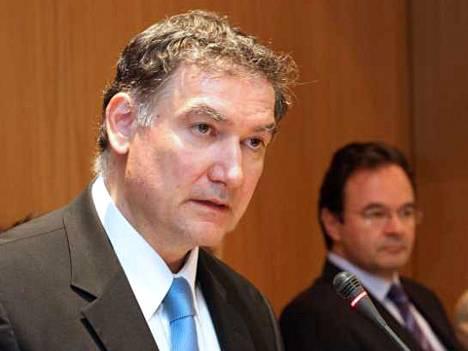 Andreas Georgiou ja maan entinen valtiovarainministeir Georgios Papakonstantinou.
