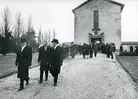 Sylvin hautajaiset vuonna 1974,